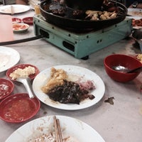 Photo taken at Swan Teem BBQ Steamboat (双天自助铁板火锅城) by Cleo on 3/8/2016