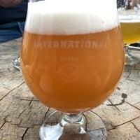 Das Foto wurde bei The International Beer Bar von Damian E. am 5/9/2018 aufgenommen