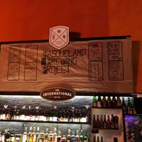 Das Foto wurde bei The International Beer Bar von Damian E. am 2/3/2018 aufgenommen