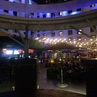 Foto scattata a Jsix Restaurant da Fatih A. il 9/13/2015