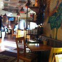 Das Foto wurde bei Yellow Cup Cafe von Rayissa P. am 9/24/2012 aufgenommen