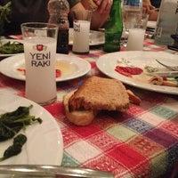 Das Foto wurde bei Gümüşlük Balık Pişirme Evi von Aslı am 10/17/2013 aufgenommen
