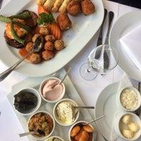 2/22/2017 tarihinde MariaMariaziyaretçi tarafından Restaurant Tuğra'de çekilen fotoğraf