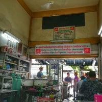 Photo taken at วัฒนาพานิช เกาเหลาเนื้อ by Nok 🐱 Nuntiya P. on 6/17/2017