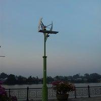 Photo taken at Waterfront Free Parking by AbuuDwayne on 9/25/2012