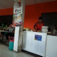 Photo taken at Roti Canai Pak Poton by AbuuDwayne on 9/23/2012