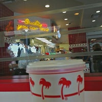 Foto diambil di In-N-Out Burger oleh D@n S. pada 6/23/2013