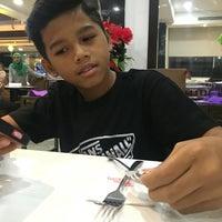 Photo taken at Kafetaria Hotel Sentral Melaka by Rinah S. on 6/12/2016