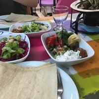 Das Foto wurde bei Menekşe Restoran von Mehpare T. am 6/18/2018 aufgenommen