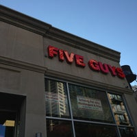 Foto scattata a Five Guys da Bandar il 6/19/2013