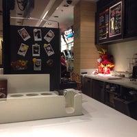 Photo taken at McDonald's (麦当劳) by Phil H. on 9/25/2013