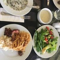 9/23/2017 tarihinde behnaz p.ziyaretçi tarafından Vogue Hotel Restaurant'de çekilen fotoğraf