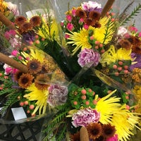 Photo prise au Market Flowers par Kelsey S. le10/25/2014