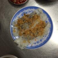 Photo taken at Bánh Cuốn 14 Bảo Khánh by Shijie T. on 1/12/2016