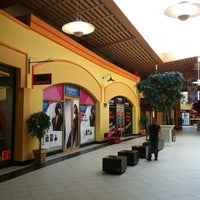 Photo taken at Freeport Fashion Outlet by Filip K. on 3/28/2013