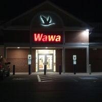 Photo taken at Wawa by Neiki U. on 10/6/2012