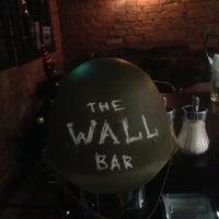 Снимок сделан в The Wall Bar пользователем Кэт С. 1/24/2016