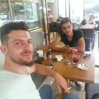 Foto diambil di Altın Burçak Pasta & Cafe oleh Emre P. pada 8/25/2016