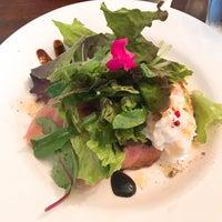 Foto tirada no(a) Foru Cafe por Saori E. em 6/26/2017