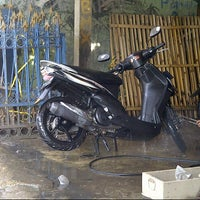 Photo taken at Dinar car wash by Adzans S. on 12/2/2012