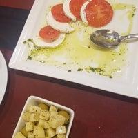 Foto tirada no(a) Oporto restaurante por JinHwan P. em 4/18/2018