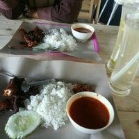 Photo taken at Kafe Fakulti Kejuruteraan UKM by Fares D. on 9/19/2016
