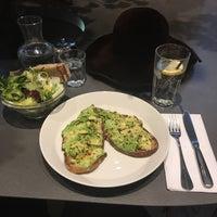 2/14/2018 tarihinde Gamze Y.ziyaretçi tarafından Cuisine de Bar by Poilane'de çekilen fotoğraf