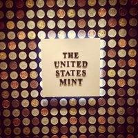 Das Foto wurde bei United States Mint von Patrick R. am 7/5/2013 aufgenommen