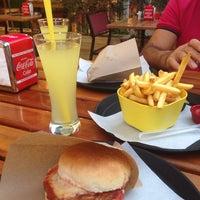 8/21/2014 tarihinde Karin G.ziyaretçi tarafından Balboa Burger'de çekilen fotoğraf