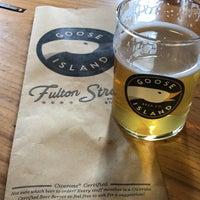 Foto scattata a Goose Island Beer Co. da Chrissy T. il 7/28/2018