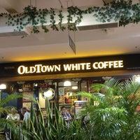 Photo taken at OldTown White Coffee by Sam K. on 12/11/2012