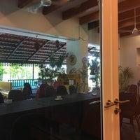 Foto tirada no(a) Restoran Rebung Chef Ismail por Sam K. em 12/28/2016