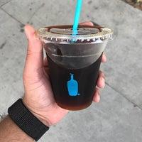 Foto diambil di Blue Bottle Coffee oleh Meshpuff pada 4/23/2018