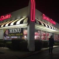Photo taken at Steak 'n Shake by Alexander B. on 11/9/2016