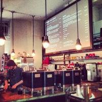 รูปภาพถ่ายที่ Kaffe 1668 โดย Mike L. เมื่อ 1/6/2013