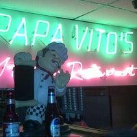 รูปภาพถ่ายที่ Papa Vito's โดย Jimi L. เมื่อ 6/8/2013