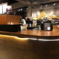 2/17/2018 tarihinde Carpe D.ziyaretçi tarafından Starbucks Reserve'de çekilen fotoğraf