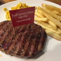 Foto diambil di Steak Hotel by Holycow! oleh Carpe D. pada 11/24/2017