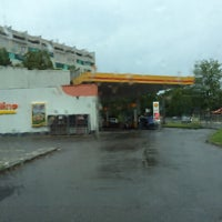 Photo taken at Shell Gradelle by Jorge L. on 7/20/2014