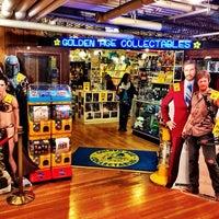 Foto tirada no(a) Golden Age Collectables por Kevin J. em 10/19/2013