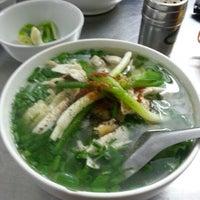 Photo taken at Phở Lâm Nam ngư by Long N. on 10/23/2012