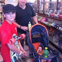 Foto tirada no(a) The Cupboard Market por Lora N. em 9/7/2013