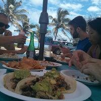 Das Foto wurde bei Pacos Tacos von Perry W. am 4/24/2013 aufgenommen