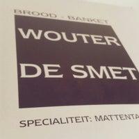 Photo taken at Brood en banket De smet-Desterbecq by Ernette👑 on 4/24/2016
