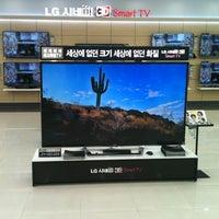 Photo taken at LG전자 서비스센터 by Ozan K. on 11/5/2012