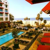 รูปภาพถ่ายที่ Loews Santa Monica โดย Robert L. เมื่อ 3/9/2013