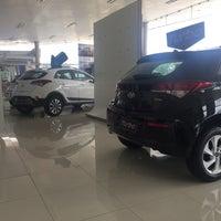 Photo taken at Hyundai Pateo by Vanessa B. on 4/27/2017
