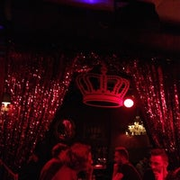 Photo taken at The Queen's Head by Atte S. on 11/26/2012