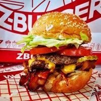 6/14/2016 tarihinde Z Burgerziyaretçi tarafından Z Burger'de çekilen fotoğraf
