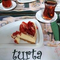 10/16/2012 tarihinde Ece T.ziyaretçi tarafından Turta Home Cafe'de çekilen fotoğraf